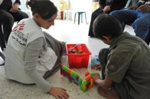 Rencontre avec Virginie Mathieu, chef de mission pour Médecins sans frontières dans les territoires palestiniens occupés. dans colonisation MSF-consultation-psy-c-Chris-Huby-le-Desk-MSFMedium-1-300x199