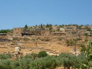 YANOUN : agression de colons et de militaires contre les villageois dans colonisation village-yanoun1-300x225