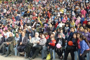 le-rang-des-officiels-bien-entoure-300x200 prisonniers dans Action de solidarité
